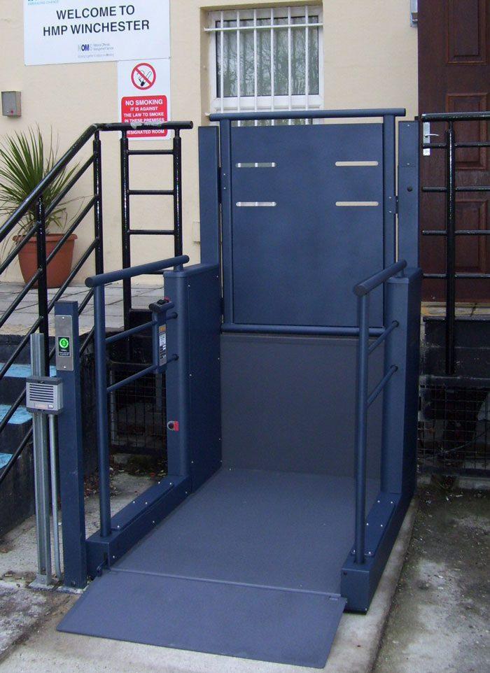 Wessex-LR---Blue-Steel-Gate-step-lift